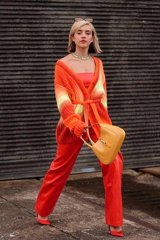 conjuntinho laranja, com cardigan top e calça laranja