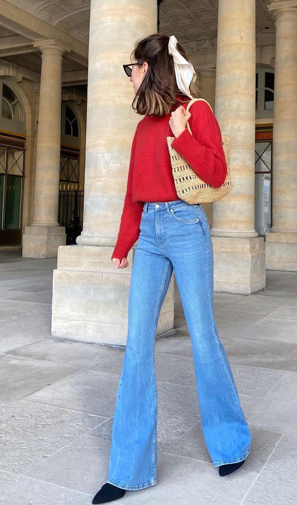 looks coloridos, suéter vermelho, calça falre, bota de bico fino, lenço no cabelo