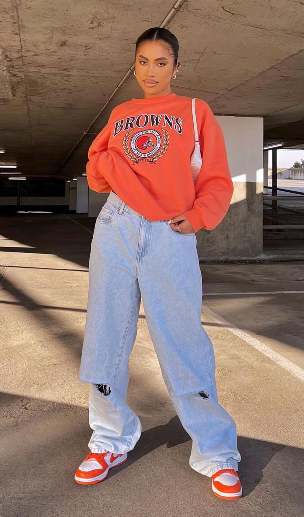 looks coloridos, moletom laranja e calça wide leg