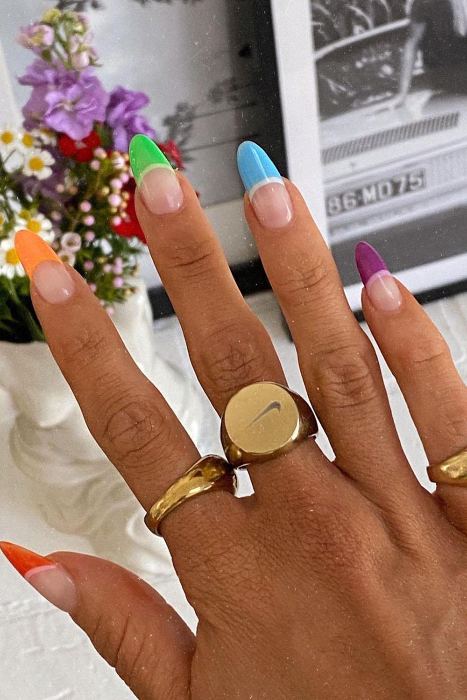 Francesinha colorida arco-íris