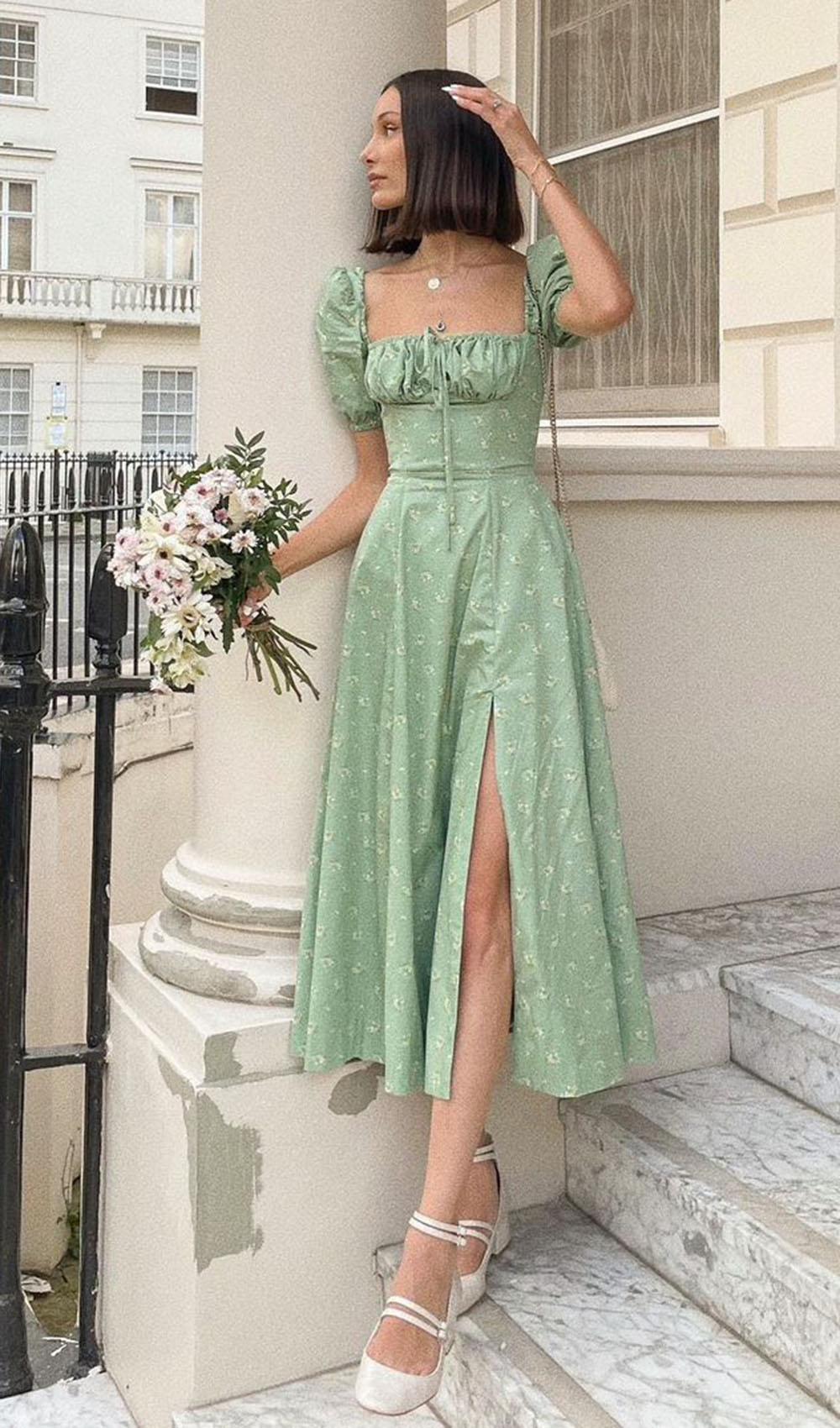 cottagecore, vestido verde flroal e sapato fechado