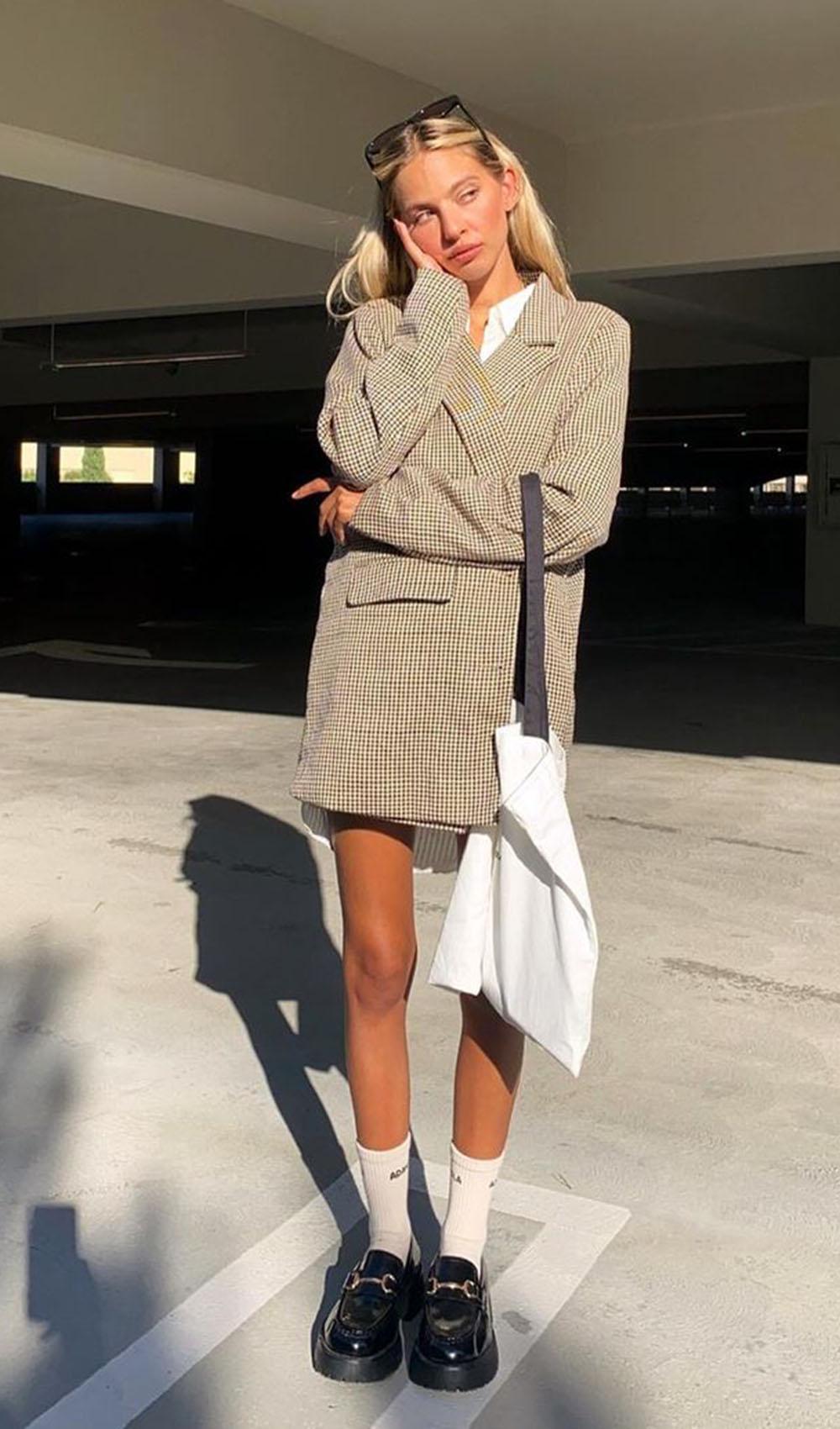 blazer oversized, eco bag, meia aparente, chunky loafer