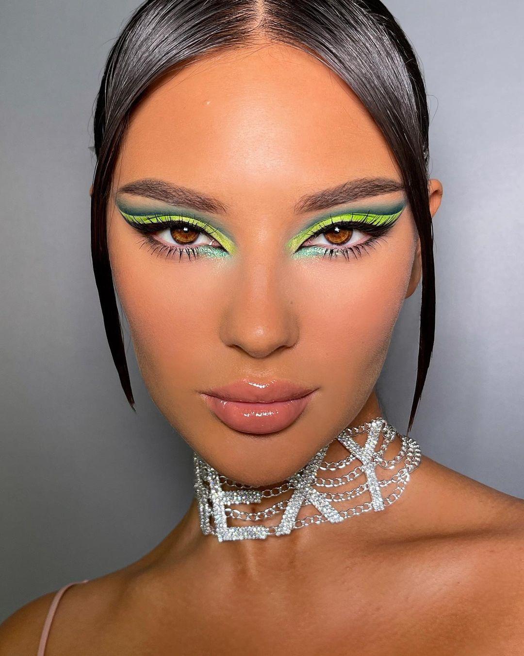 maquiagem com sombra e delineado verde