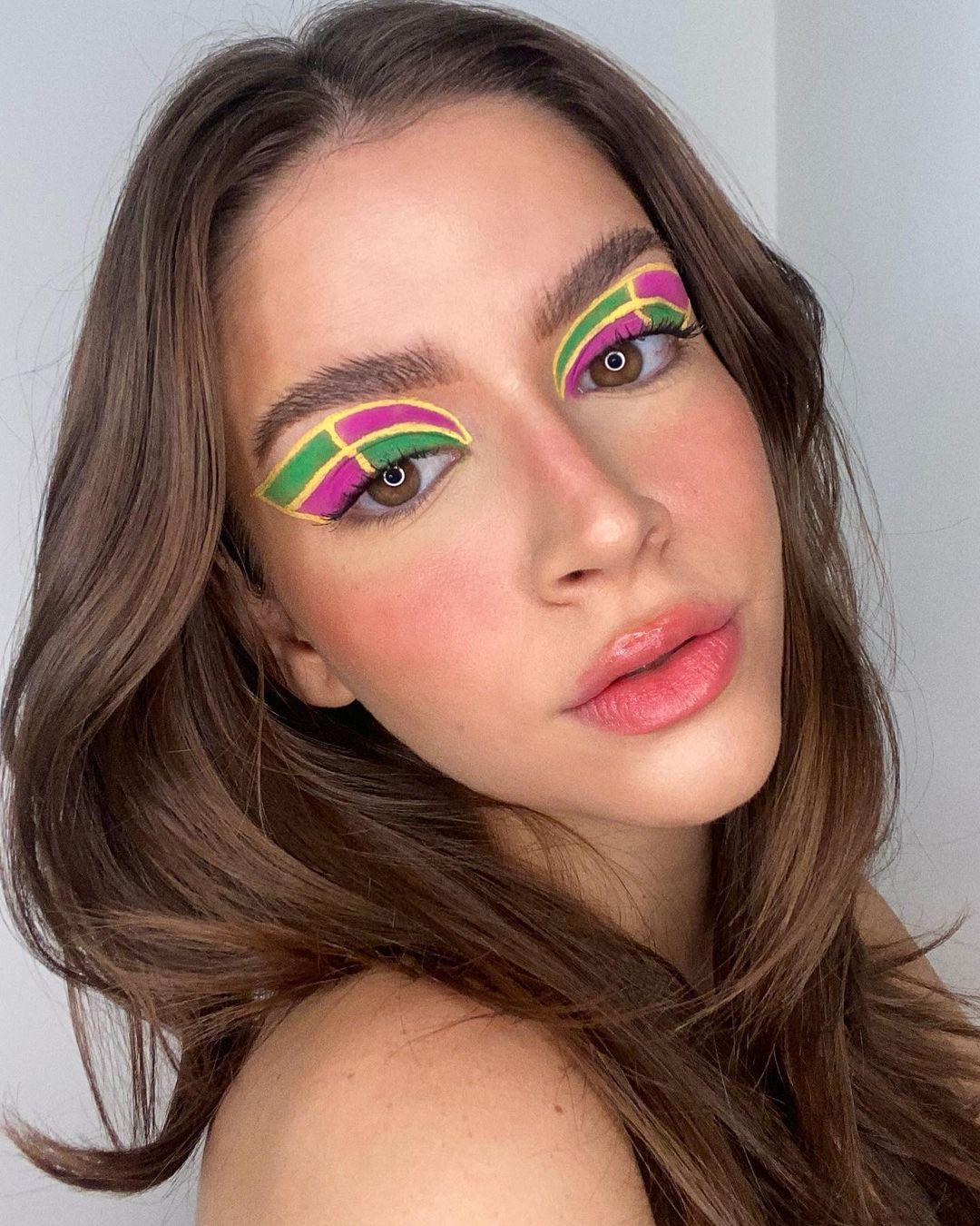 Make colorida com delineado
